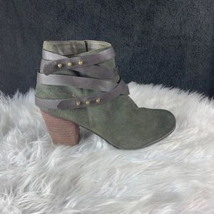 BP HEELED BOOTIES SIZE 10